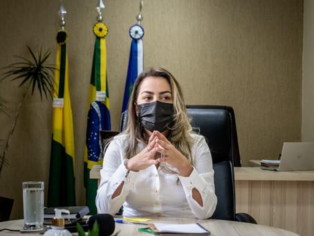 Prefeita Fernanda Hassem anuncia o pagamento da 1ª parcela do 13º salário