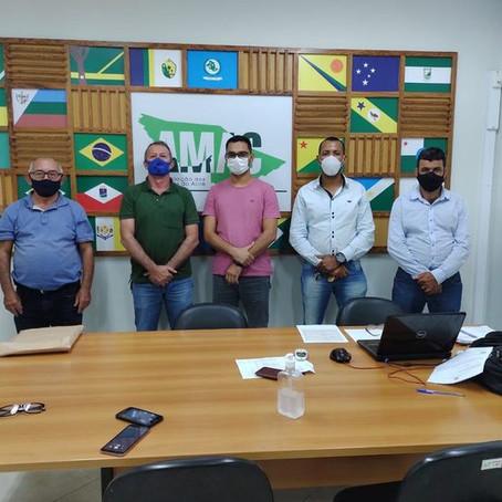 Prefeito discute projeto de implantação do Galpão da Secretaria de Agricultura e Feira Livre na Amac