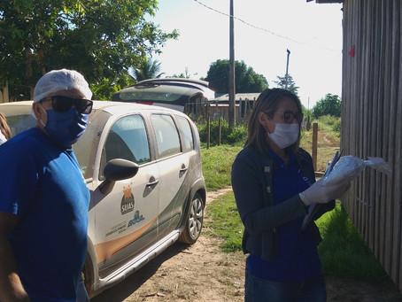 Equipe de Assistência Social realiza entrega de cestas básicas e kits EPIS
