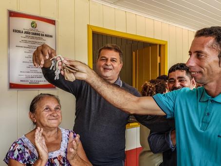 Prefeito Isaac Lima entrega escolas nas comunidades Timbaúba e Três Unidos