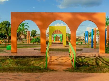 Praça Chico Rabelo totalmente recuperada e com cores divertidas e alegres
