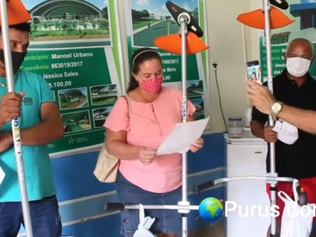 Prefeitura entrega 361 roçadeiras aos produtores em Manoel Urbano