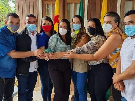 Vereadores participam do lançamento do auxílio financeiro - cartão do bem