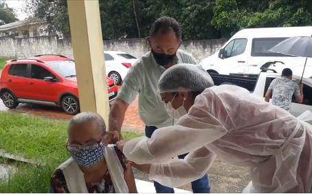 Esperança: Prefeitura de Bujari começa vacinação de idosos de 75 a 89 anos