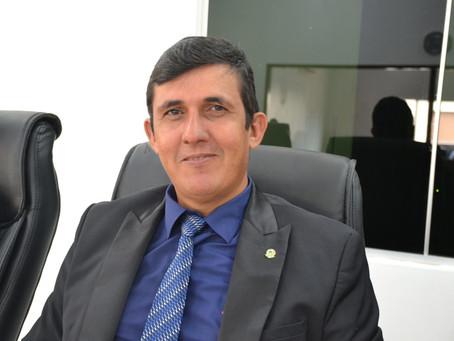 Presidente Gilson da Funerária concede entrevista a Caroline Yoco
