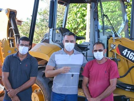 Prefeito garante intensificar trabalhos de recuperação de ramais  com novo maquinário