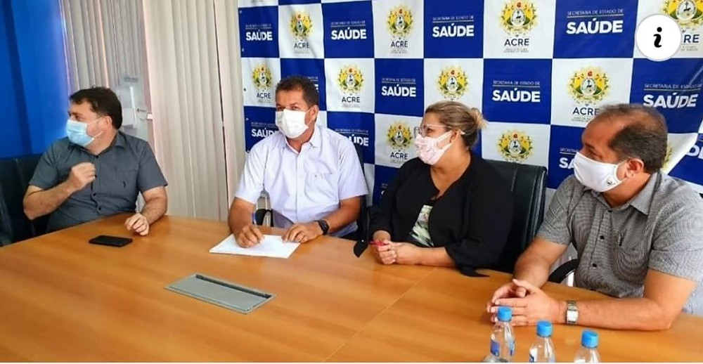 Na foto, da esquerda para direita, deputado estadual Marcus Cavalcante, secretário estadual de saúde Alysson Bestene e o prefeito de Feijó Kiefer Cavalcante.