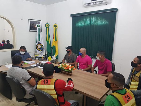 Prefeito Tião Flores faz entrega de concessão a mototaxistas de Epitaciolândia