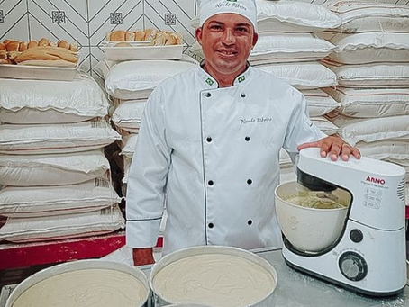 Prefeito Naudo Ribeiro volta as origens, para confeitar bolo para o dia das crianças