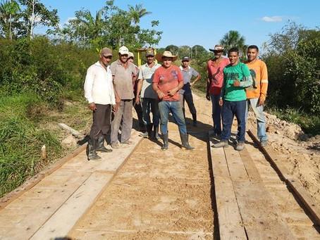 Vereador participa de construção de ponte no ramal São Francisco