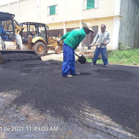 Prefeitura continua tapa-buraco em bairros de Feijó