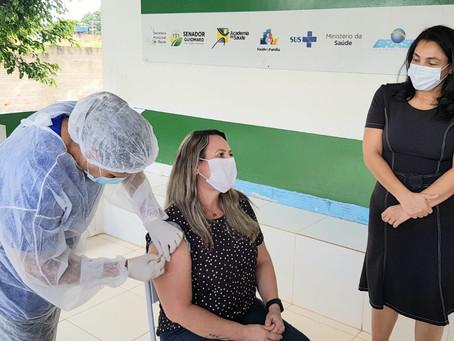 Prefeitura inicia vacinação dos profissionais da saúde da linha de frente de combate à Covid-19