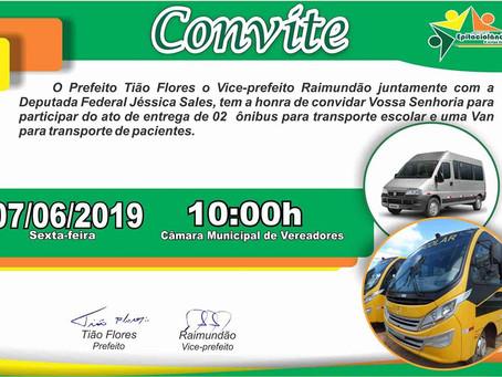 Prefeito entrega 2 ônibus e 1 Van para estudantes e pacientes com dificuldades de se locomoverem