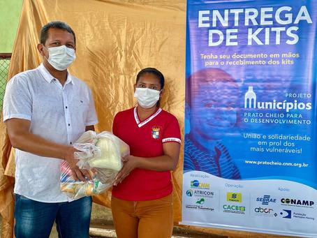 Prefeito participa da entrega de kits da 2ª etapa do projeto prato cheio no município
