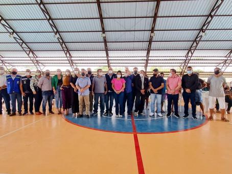 Prefeita Rosana Gomes entrega títulos de terra a moradores do Bairro Naire Leite