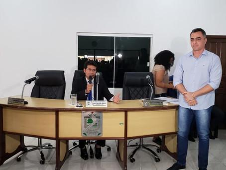 Pastor Uchoa comanda sessão especial para recondução de André Maia ao cargo de Prefeito Municipal