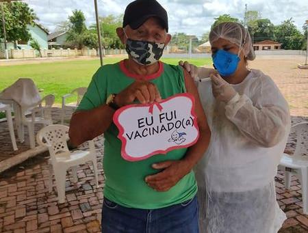Prefeitura segue imunizando os idosos contra a covid-19 e combate a dengue e outras doenças