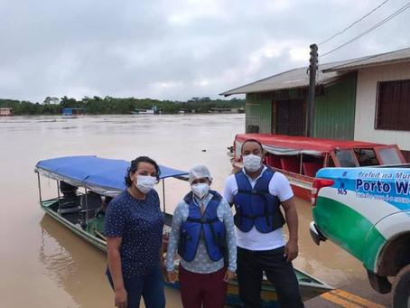 Prefeitura de Porto Walter envia ajuda humanitária a famílias vitimas de enchentes no Rio Juruá