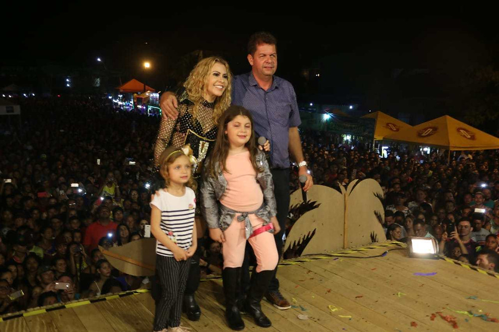 Prefeito Kiefer Cavalcante (PP) e Cantora Joelma