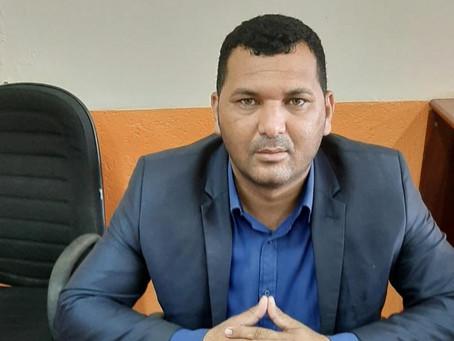 Vereador Radamés pede a mesa diretora contratação de mais um servente para o poder legislativo