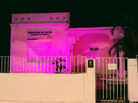 Luzes na cor rosa em alusão ao dia internacional das mulheres