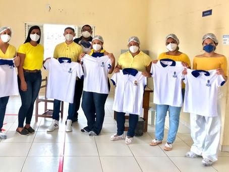 Secretaria de saúde realiza entrega de novos uniformes aos servidores das unidades de saúde