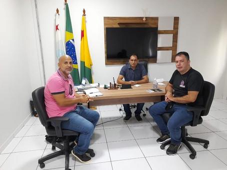 Prefeito em exercício, Valdélio, se reúne com gerentes regional do SEBRAE e banco da Amazônia