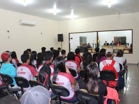Alunos da escola 15 de Junho acompanham os trabalhos do parlamento