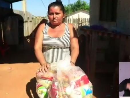 Entrega de cestas básicas a famílias cadastradas no programa Bolsa Família