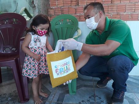 Prefeitura de Brasileia entrega kits para famílias cadastradas no programa Criança Feliz