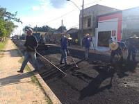 Prefeitura executa obra de asfaltamento da Avenida mais antiga, a Valério Caldas de Magalhães
