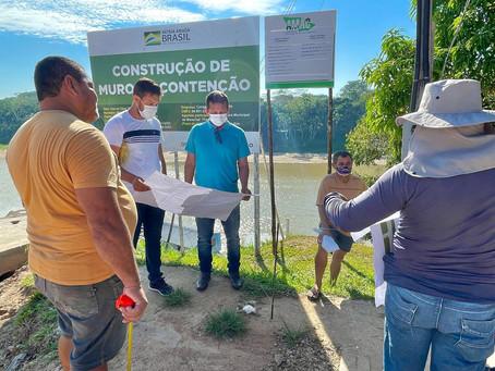 Prefeito acompanha Construção do Muro de Contenção da rua V de Novembro