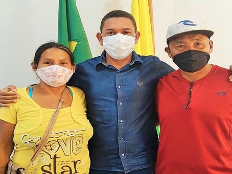 Cultura: Moradores da Aldeia Vida na Floresta visitam o prefeito Jerry Correia