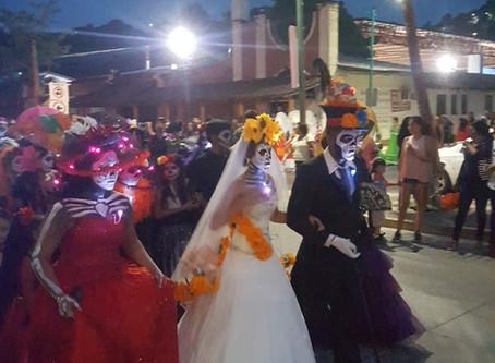 Parade of catrinas for Dia de los muertos