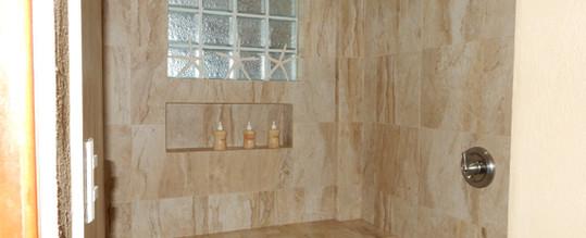 Shower stall of Pez Vela Room