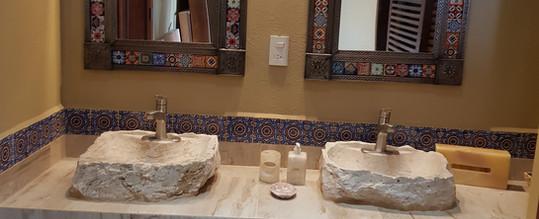 Double sink in Pez Vela Room