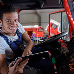 Auto-Electrician-in-truck