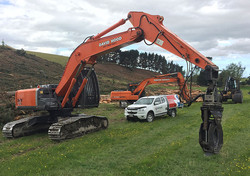 Newlands-ute-with-diggers