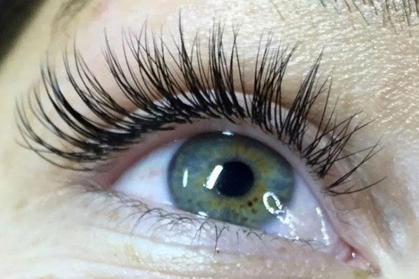 natural-classic-eyelash-extensions.jpg