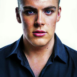 Tobias Nyström - Bass