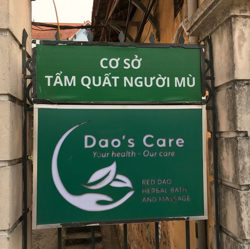 ハノイのDao's Careと赤ザオ族の薬草