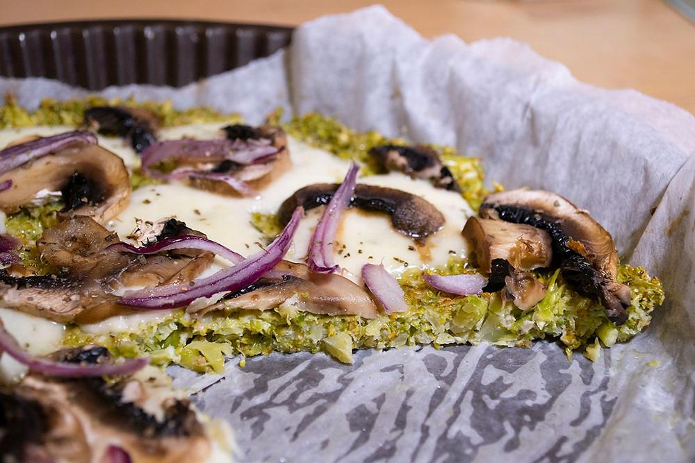 Pizza base brocoli coupée