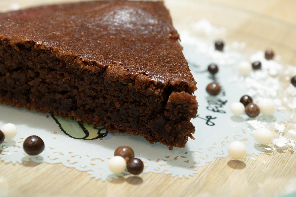 Gros plan part gâteau au chocolat