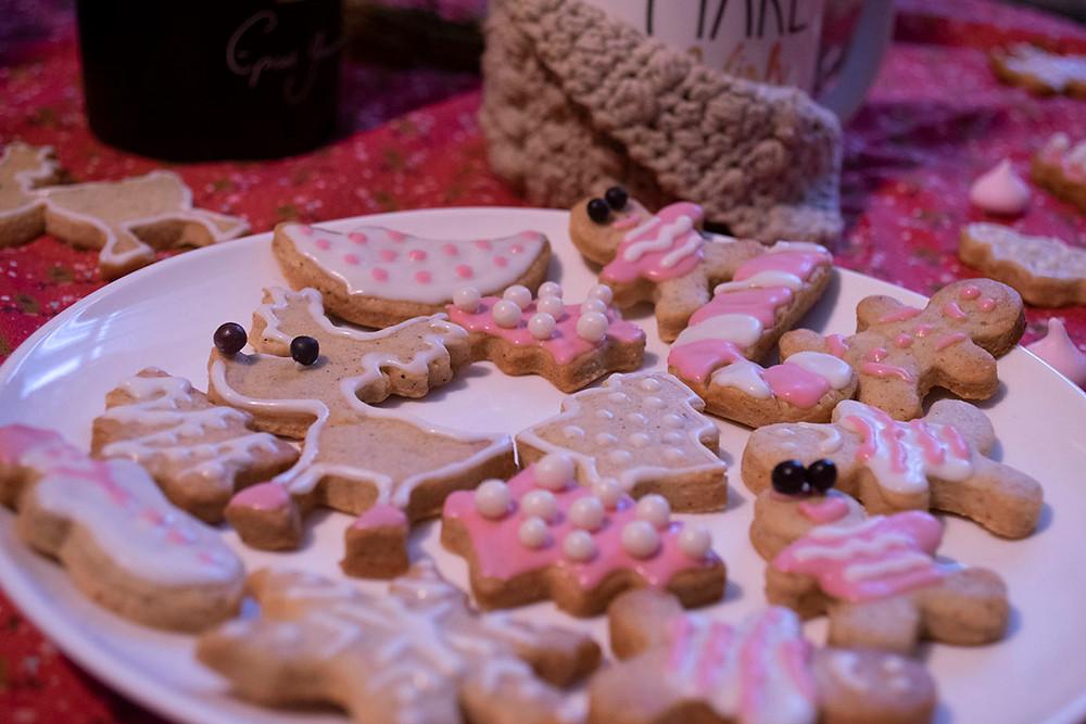 Assiette biscuits de noël aux épices décorés