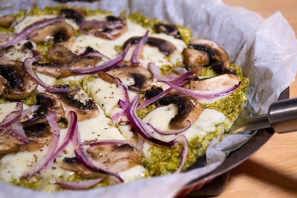 Pizza base brocoli prêt à servir