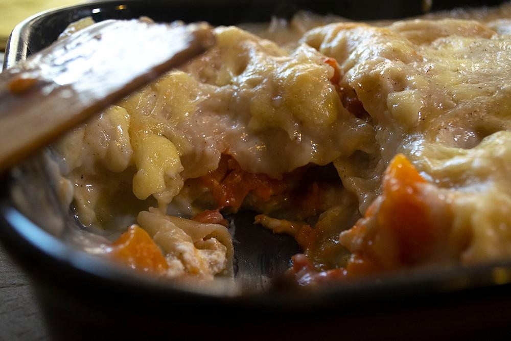 Intérieur plat de lasagne courge butternut