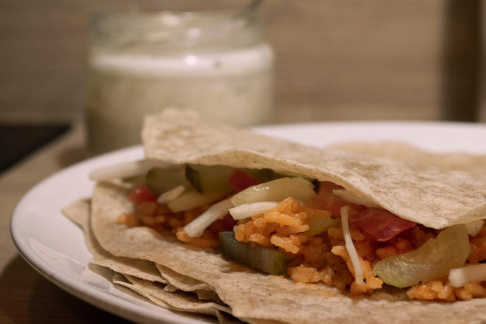 Tacos végétarien aux légumes et au riz