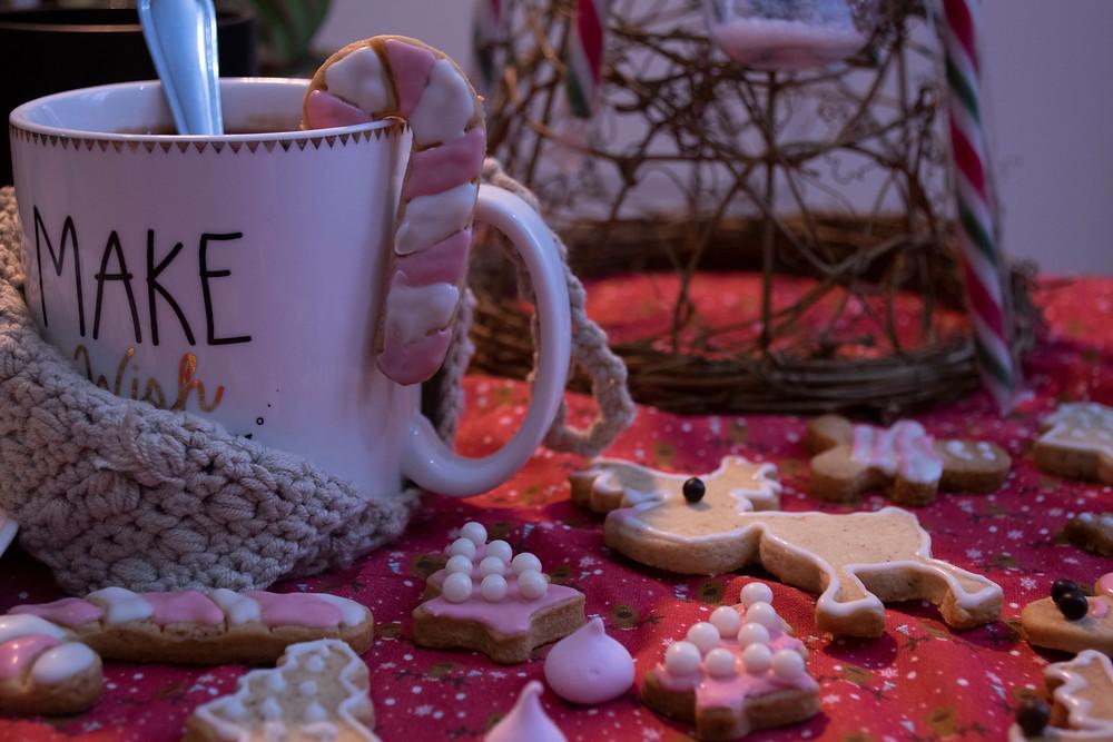 Chocolat chaud et biscuits de noël aux épices