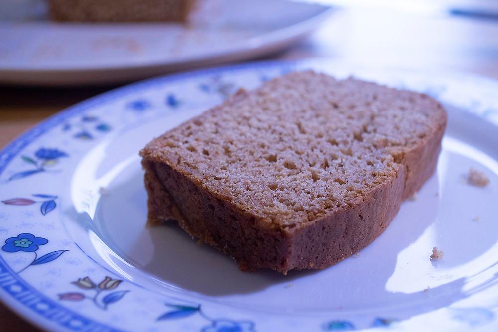 Assiette tranche de pain d'épices maison