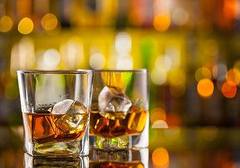 stock-image-74683201-xl-2015whiskey glas